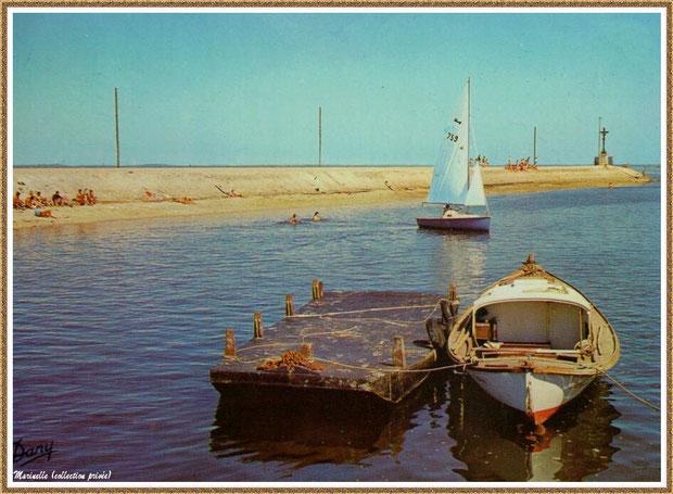 Gujan-Mestras autrefois : La Jetée du Christ, la plage, une pinasse avec son chaland et un voilier, Port de Larros, Bassin d'Arcachon (carte postale, collection privée)