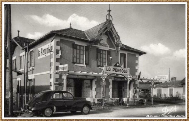 """Gujan-Mestras autrefois : l'Av de Lattre de Tassigny (anciennement Route Départementale) avec """"La Pergola"""" , hôtel-restaurant devenu aujourd'hui bar-tabac """"Le Gréement"""", Bassin d'Arcachon (carte postale, collection) - vue plus récente que la précédente"""