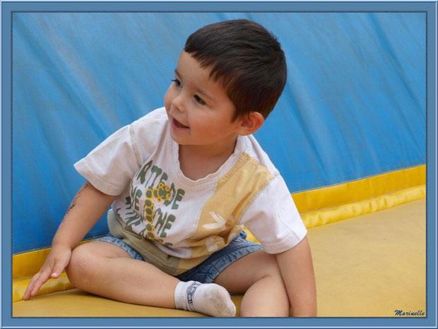 Le sport sur le trampoline gonflable, Parc de la Coccinelle, mini-ferme à Gujan-Mestras, Bassin d'Arcachon (33)
