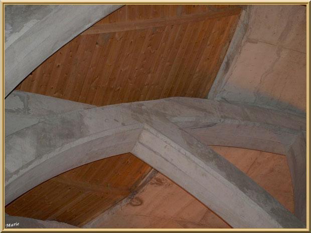 """Une des voûtes """"cathédrales"""" de la cave souterraine du Château Romanin à Saint Rémy de Provence, Alpilles (13)"""