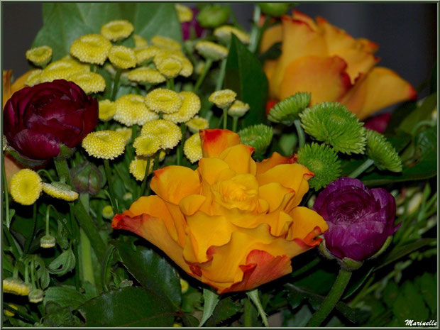 Bouquet jaune, orange et mauve