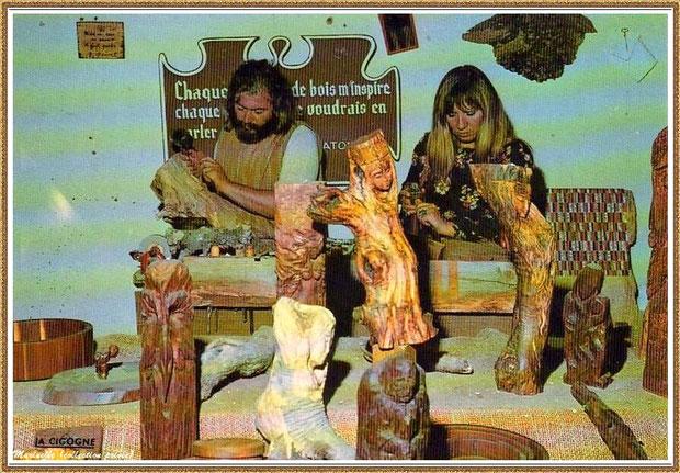 Gujan-Mestras autrefois : Atelier du sculpteur sur bois au Village Médiéval d'Artisanat d'Art de La Hume, Bassin d'Arcachon (carte postale, collection privée)