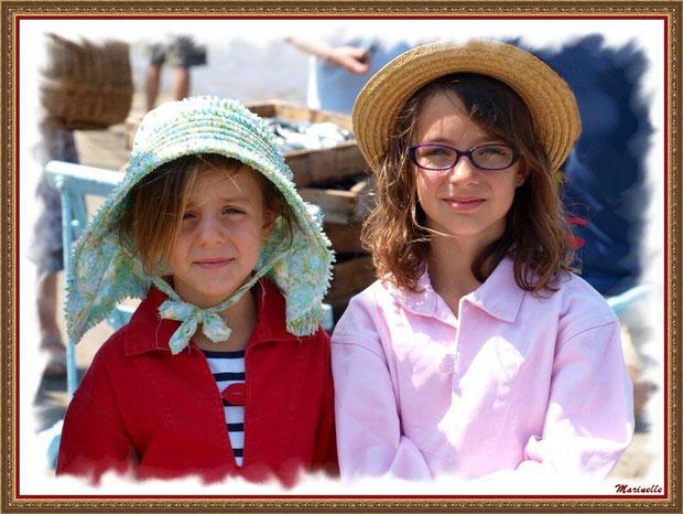 Fillettes en tenue locale - Fête du Retour de la Pêche à la Sardine 2014 à Gujan-Mestras, Bassin d'Arcachon (33)