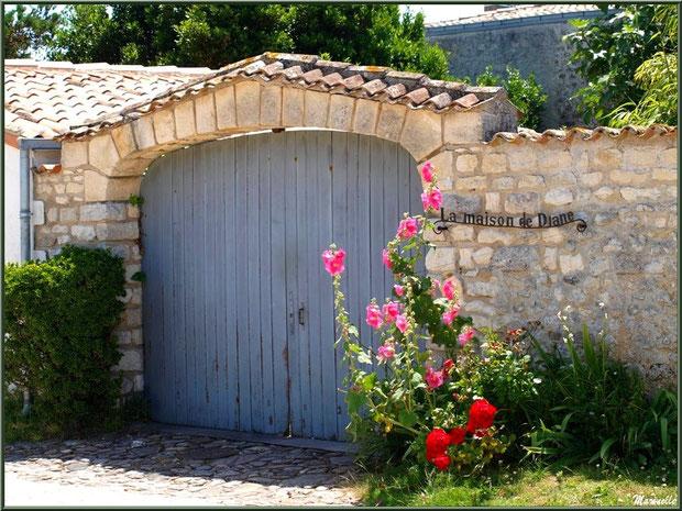 Entrée fleurie à Talmont-sur-Gironde, Charente-Maritime