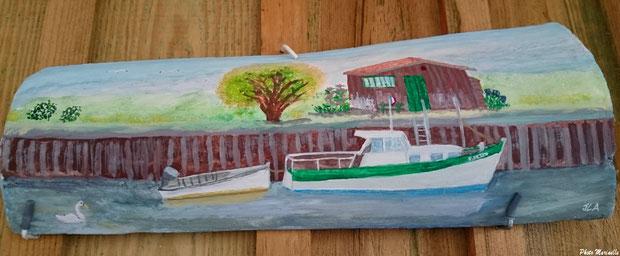 """JLA Artiste Peintre - Pour Laurence """"Cabane, bateau et son annexe, au Port de Gujan ou Passerelle à Gujan-Mestras"""" 001 - Peinture sur tuile ostréicole (Bassin d'Arcachon)"""