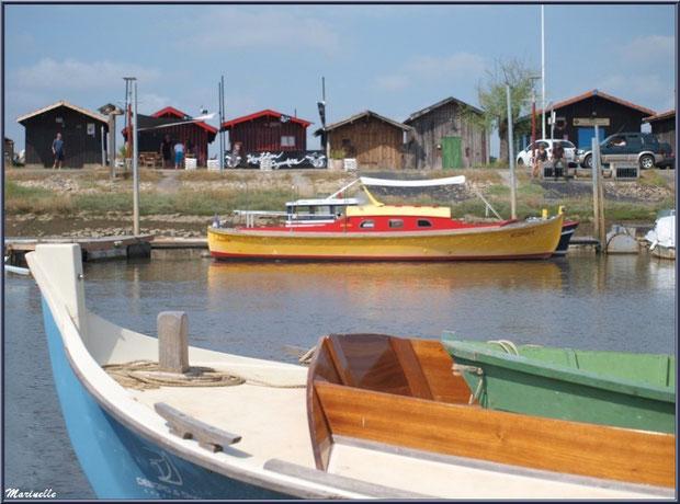 Pinasse sur le départ pour la pêche à la sardine - Fête du Retour de la Pêche à la Sardine 2014 à Gujan-Mestras, Bassin d'Arcachon (33)