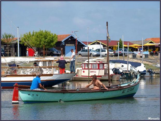 Pinasse à voile en départ pour la pêche à la sardine - Fête du Retour de la Pêche à la Sardine 2014 à Gujan-Mestras, Bassin d'Arcachon (33)