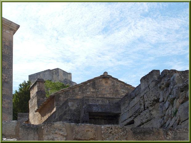 Vestiges et bâtisse restaurée,  Baux-de-Provence, Alpilles (13)
