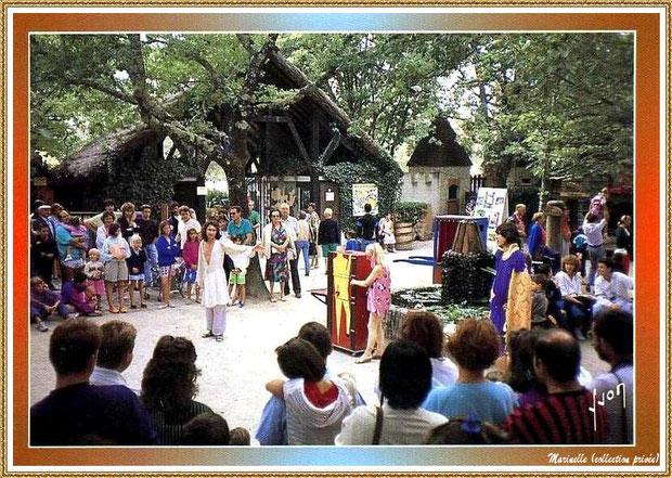 Gujan-Mestras autrefois : les bateleurs au Village Médiéval d'Artisanat d'Art de La Hume, Bassin d'Arcachon (carte postale, collection privée)