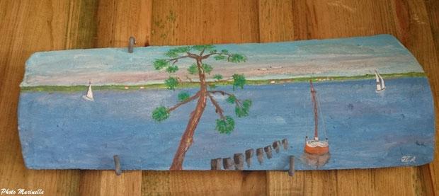"""JLA Artiste Peintre - """"Voiliers sur mer en bordure de forêt"""" 017 - Peinture sur tuile ostréicole (Bassin d'Arcachon)"""