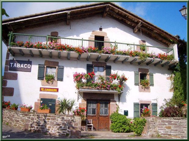Commerce au coeur du village de Zugarramurdi, Pays Basque espagnol