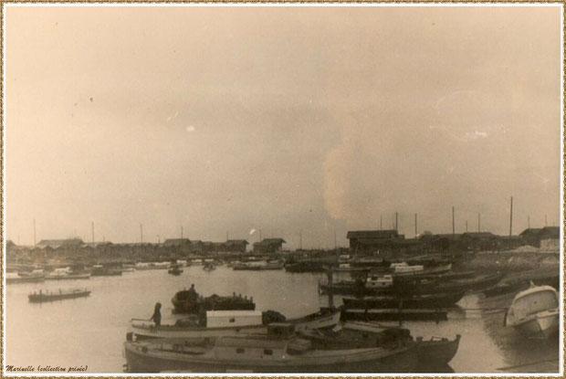 Gujan-Mestras autrefois : pinasses et chalands dans la darse principale du Port de Larros, Bassin d'Arcachon (photo de famille, collection privée)