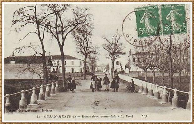 Gujan-Mestras autrefois : Cours de Verdun (sens direction Arcachon), à l'époque Route Départementale, au niveau du petit pont, Bassin d'Arcachon (carte postale, collection privée)