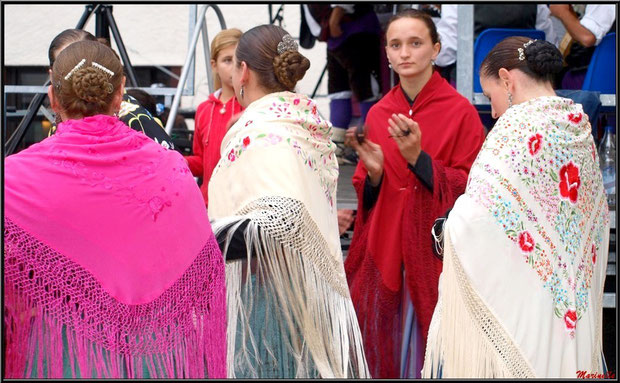 Danseuses Aragonaises en groupe, Fête au Fromage, Hera deu Hromatge, à Laruns en Vallée d'Ossau (64)