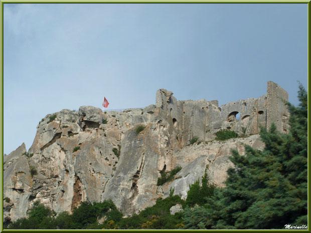 Le Donjon, Château des Baux-de-Provence, Alpilles (13), vu depuis la vallée sur la D27 venant de Maussane-les-Alpilles