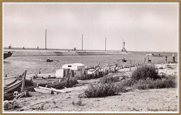 Gujan-Mestras autrefois : en 1954, l'entrée du Port de Larros et la Jetée du Christ, Bassin d'Arcachon (carte postale - version NB, collection privée)