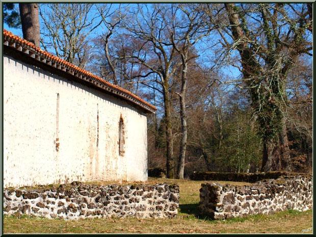 L'airail avec vue d'un côté de la chapelle Saint-Roch à Saugnacq-et-Muret (40)
