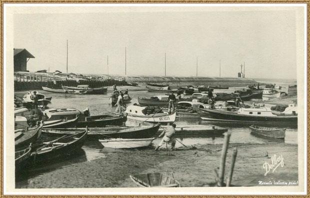 Gujan-Mestras autrefois : en 1949, arrivée des bateaux, angle darses principale et secondaire, Port de Larros (avec la Jetée du Christ), Bassin d'Arcachon (carte postale, collection privée)