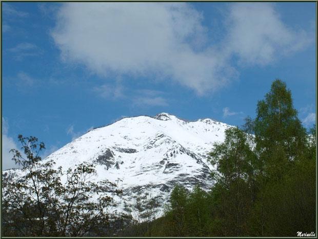 Les Pyrénées dans la Vallée d'Ossau aux environs de Laruns (64), en avrill 2013 depuis Laruns