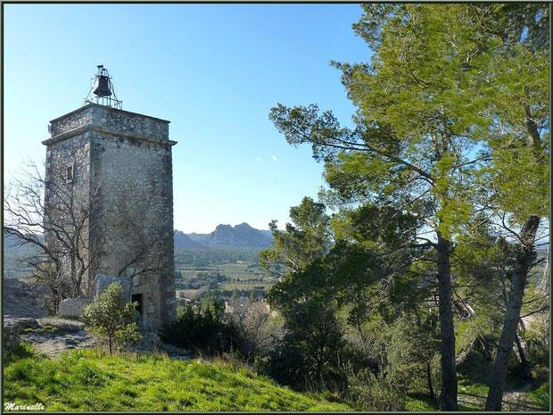 La Tour de l'Horloge et vue panoramique au village d'Eygalières dans les Alpilles, Bouches du Rhône