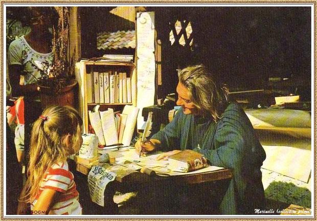 Gujan-Mestras autrefois : le scribe au Village Médiéval d'Artisanat d'Art de La Hume, Bassin d'Arcachon (carte postale, collection privée)