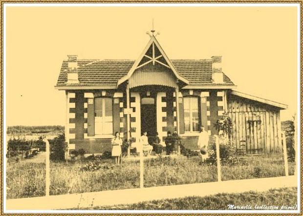 """Gujan-Mestras autrefois : Pose devant la villa """"Clair Logis"""", Bassin d'Arcachon (carte postale, collection privée)"""