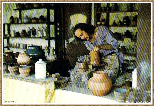 Gujan-Mestras autrefois : Atelier du potier-céramiste au Village Médiéval d'Artisanat d'Art de La Hume, Bassin d'Arcachon (carte postale, collection privée)