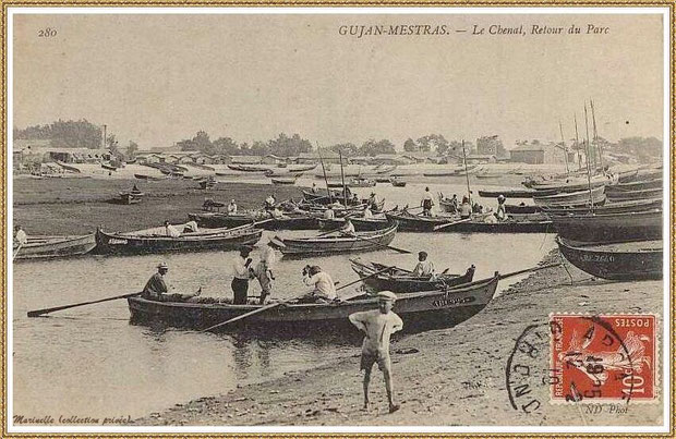 Gujan-Mestras autrefois : en 1910, darse principale du Port de Larros (avec le moulin en fond), Bassin d'Arcachon (carte postale, collection privée)
