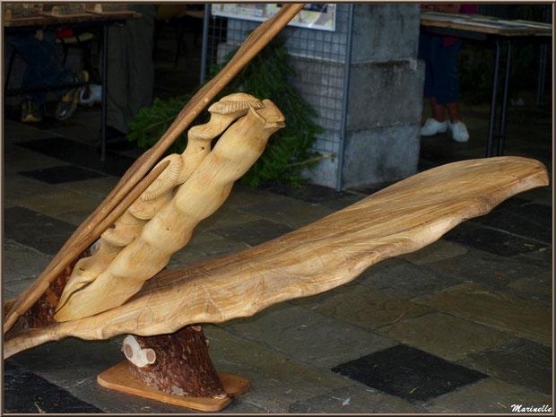 Panouille de maïs scupltée dans le bois, exposition bois sous la halle municipale, Fête au Fromage, Hera deu Hromatge, à Laruns en Vallée d'Ossau (64)