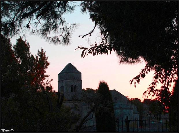 Coucher du soleil sur le monastère de Saint Paul de Mausole à Saint Rémy de Provence (Alpilles - 13)