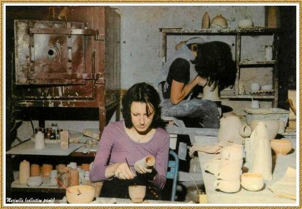 Gujan-Mestras autrefois : Atelier poterie au Village Médiéval d'Artisanat d'Art de La Hume, Bassin d'Arcachon (carte postale, collection privée)