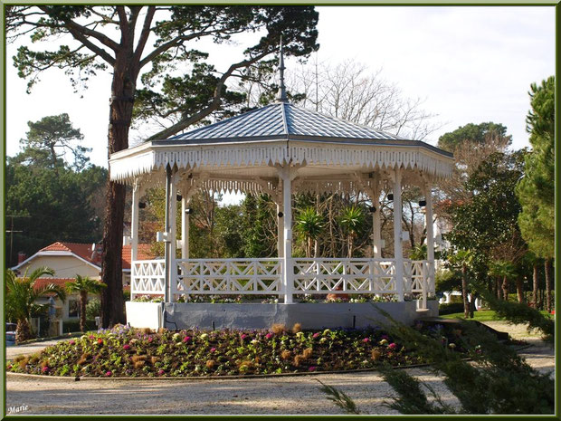 kiosque de la Place des Palmiers en Ville d'Hiver à Arcachon