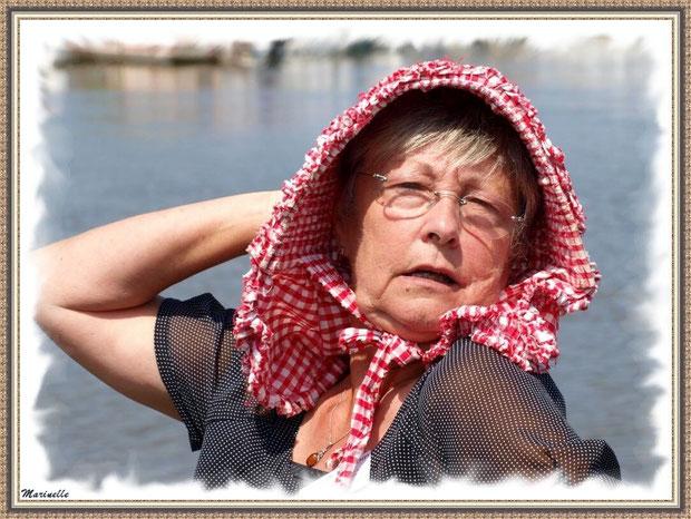 Femme coiffée de sa benaise - Fête du Retour de la Pêche à la Sardine 2014 à Gujan-Mestras, Bassin d'Arcachon (33)