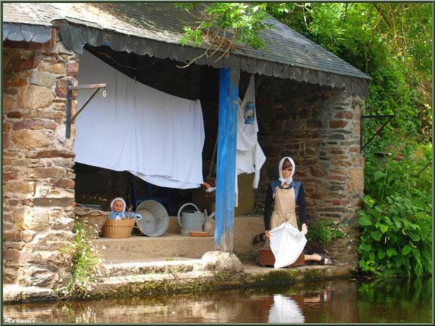 Lavoir et scène lavandière reconstituée sur Le Trieux, Pontrieux, Côte d'Armor (22)