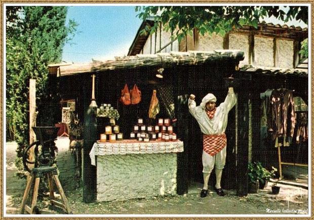 Gujan-Mestras autrefois : la boutique du charcutier Landais au Village Médiéval d'Artisanat d'Art de La Hume, Bassin d'Arcachon (carte postale, collection privée)