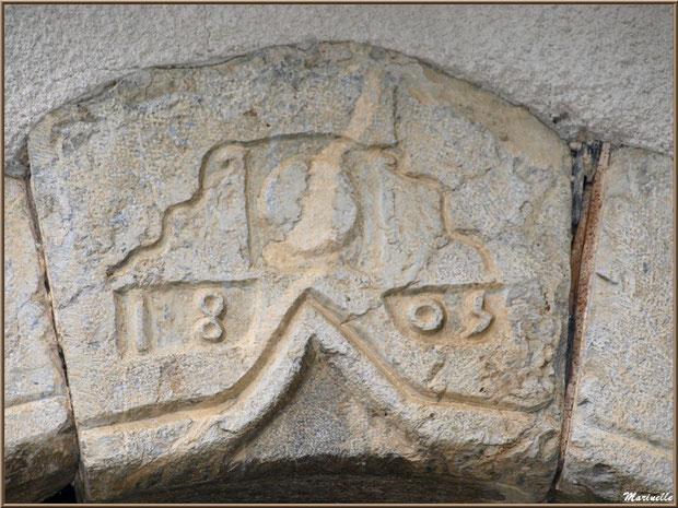 Haut de porte ancien (1803) au village d'Aas, Vallée d'Ossau (64)
