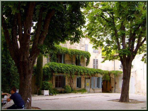 La Place Favier, centre ville à Saint Rémy de Provence, Alpilles (13)