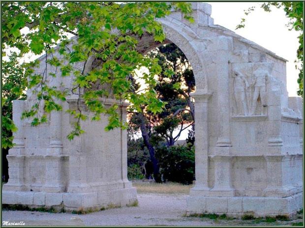 L'Arc de Triomphe des Antiques, en fin d'après-midi, à Saint Rémy de Provence, Alpilles (13)