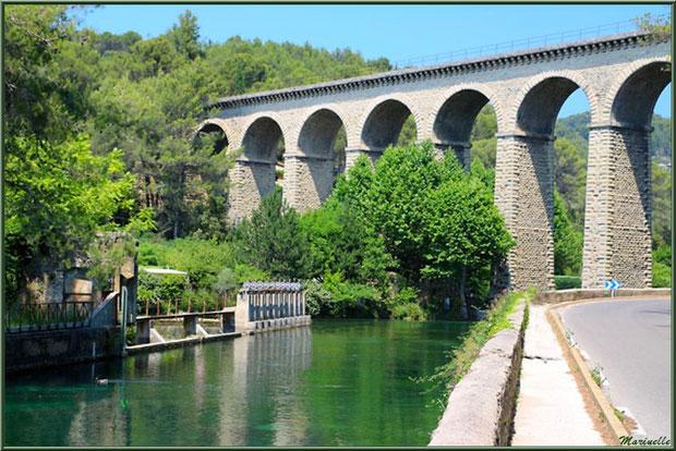 L'aqueduc de Gallas, Fontaine de Vaucluse, Pays de La Sorgue, Vaucluse (84)