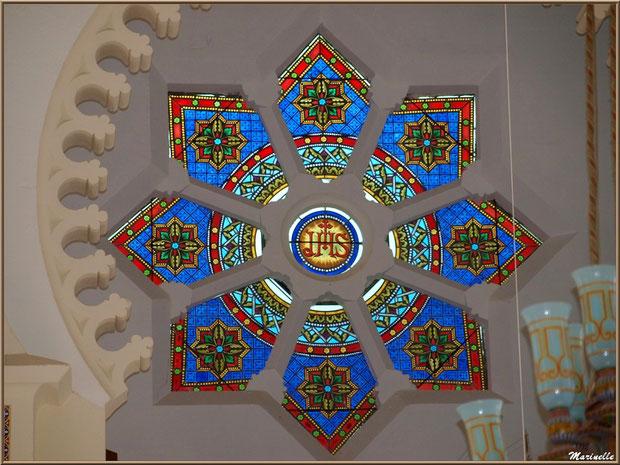 Chapelle Algérienne, rosace au-dessus du balcon de l'autel, Village de L'Herbe, Bassin d'Arcachon (33)