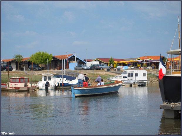 Pinasse en départ pour la pêche à la sardine - Fête du Retour de la Pêche à la Sardine 2014 à Gujan-Mestras, Bassin d'Arcachon (33)