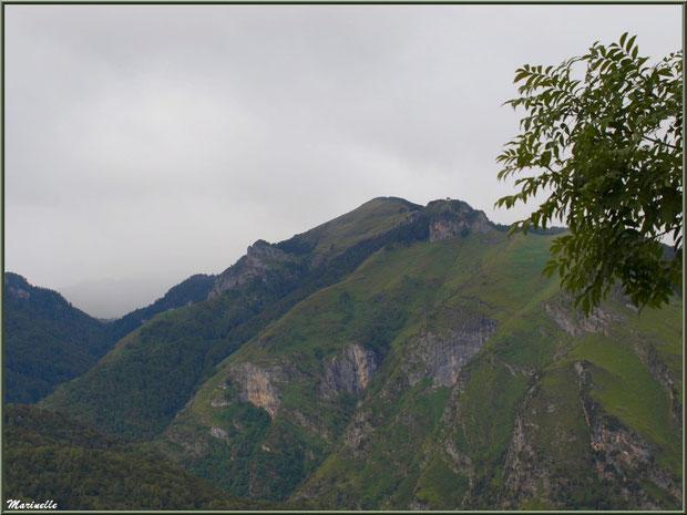 Panorama sur les Pyrénées depuis les hauteurs du village d'Aas, Vallée d'Ossau (64)
