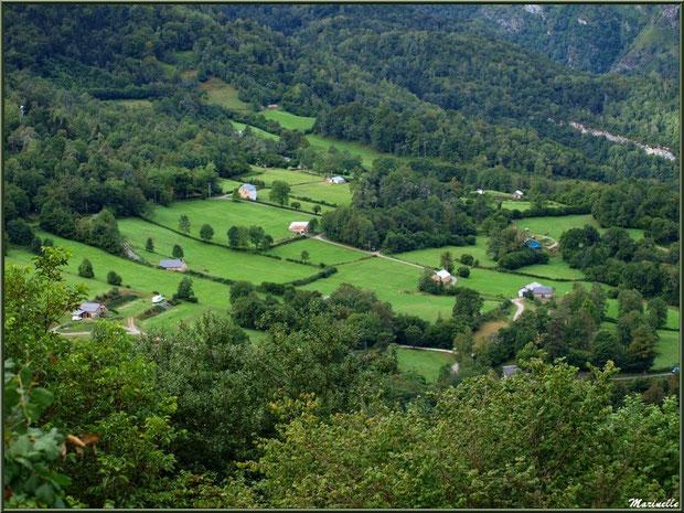 Panorama sur la vallée depuis les hauteurs du village d'Aas, Vallée d'Ossau (64)