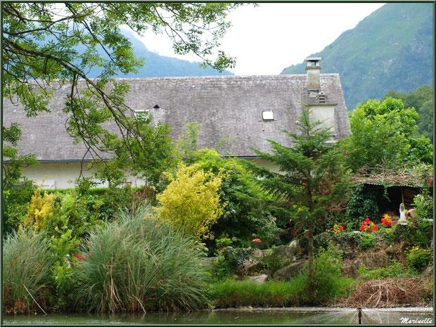 Verdoyance au lac de la Pisciculture des Sources à Laruns, Vallée d'Ossau (64)