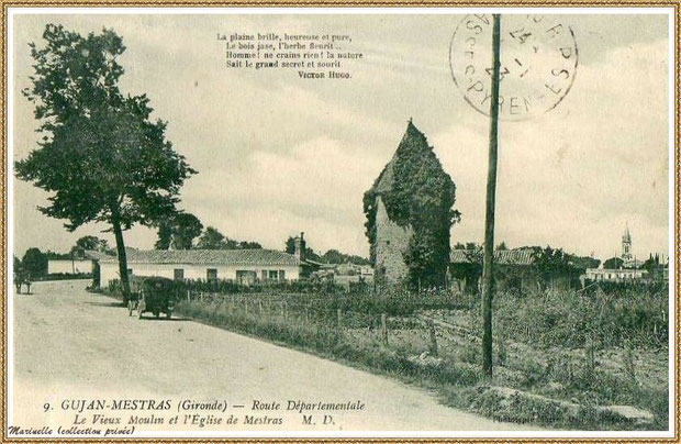 "Gujan-Mestras autrefois : en 1923, le ""Moulin du Frère Jean"" dit ""Chaouchoun"" avec automobile, charette et l'Eglise Saint Maurice en fond, Bassin d'Arcachon (carte postale, collection privée)"
