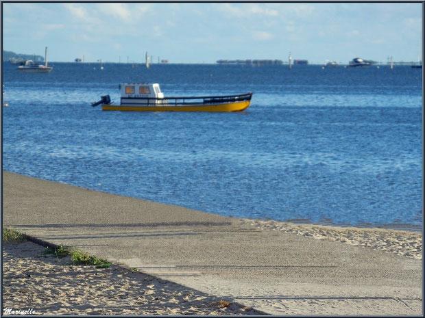 La jetée d'Arès avec le Bassin à marée haute et la plage de chaque côté (Bassin d'Arcachon)