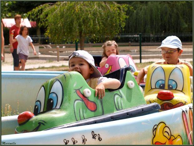 Glisser sur l'eau en voiture avec l'aquabully, Parc de la Coccinelle, mini-ferme à Gujan-Mestras, Bassin d'Arcachon (33)