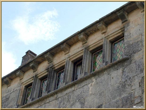 Bâtisse avec fenêtres à vitraux, Baux-de-Provence, Alpilles (13)