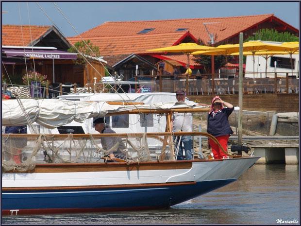 """Le canot sardinier """"Argo II"""" arrive dans le port - Fête du Retour de la Pêche à la Sardine 2014 à Gujan-Mestras, Bassin d'Arcachon (33)"""