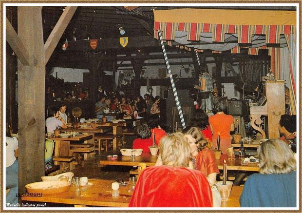 """Gujan-Mestras autrefois : Taverne """"La Pigne de Pin"""", Village Médiéval d'Artisanat d'Art de La Hume, Bassin d'Arcachon (carte postale, collection privée)"""